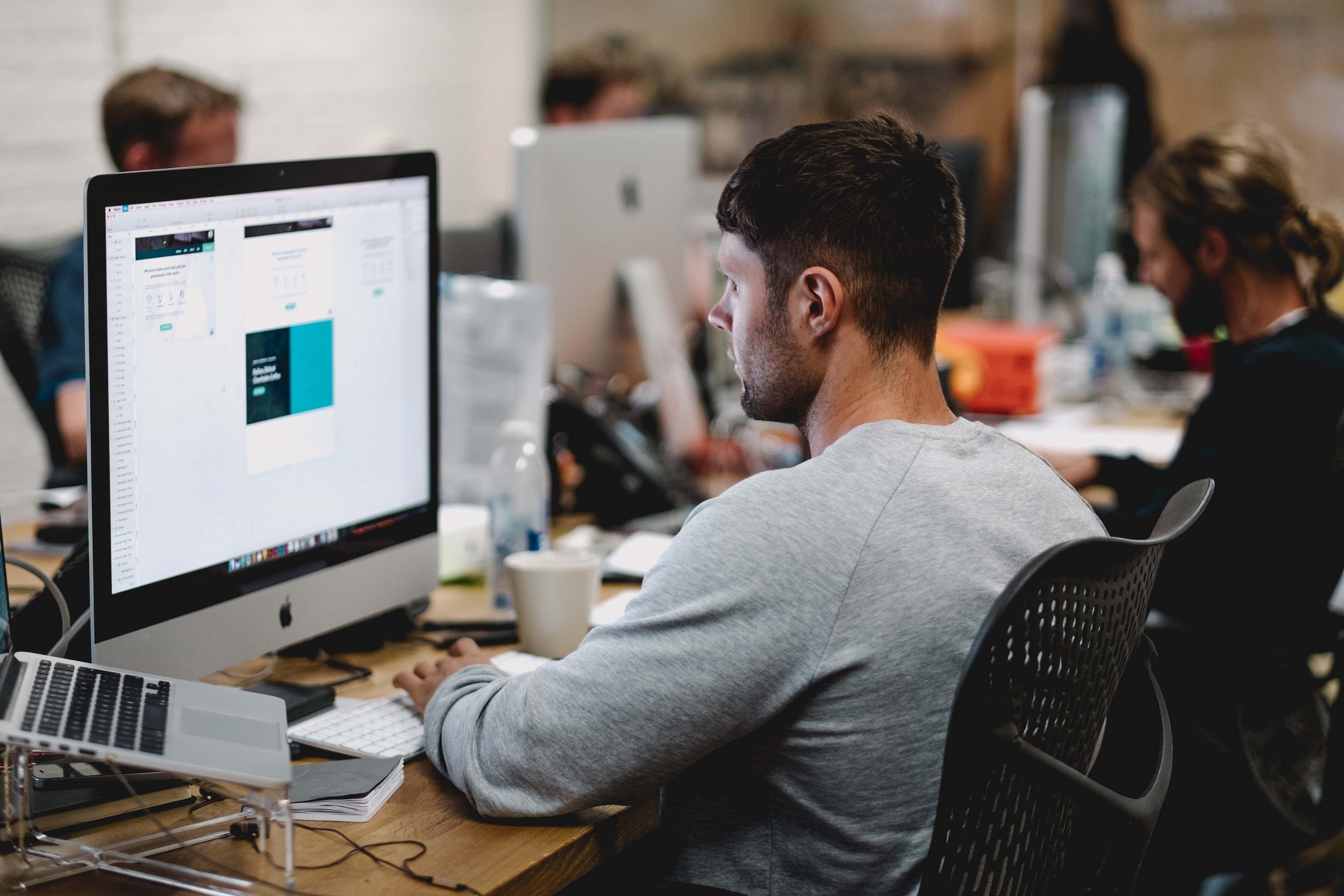 برای استخدام فوری در شغل توسعه دهنده رابط کاربری یک سری نیازمندیهای تخصصی تعریف شده است که شما باید به عنوان کارشناس این ردیف شغلی از آن برخوردار باشید.